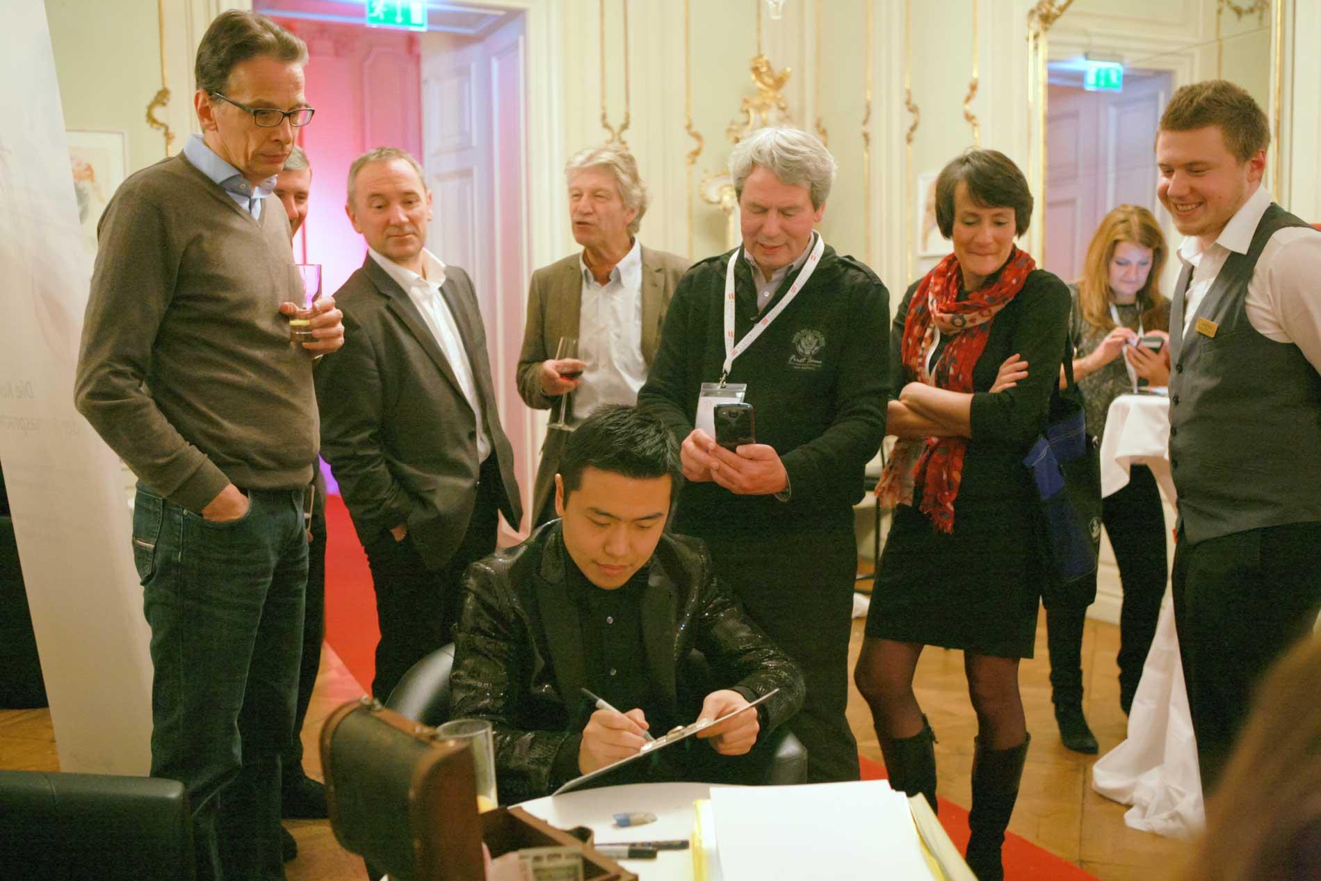 Xi's Service als Professioneller Karikaturist für Events in der Schweiz
