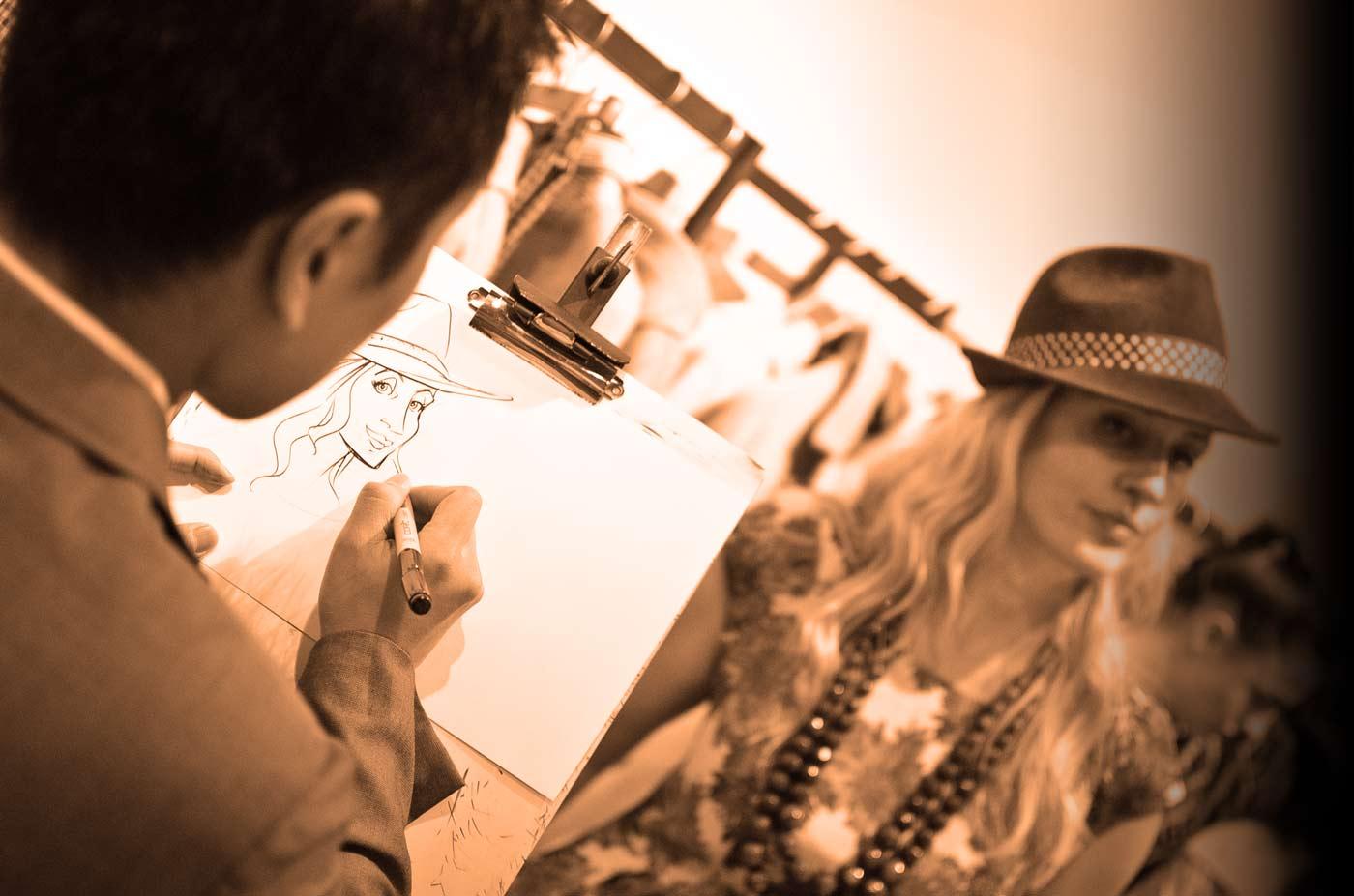 Schnellzeichner auf Eröffnungsfeier eines Modegeschäftes, Karikatur auf Einladungskarte